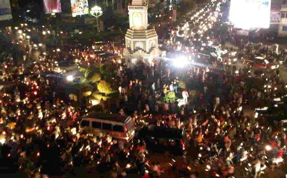 Ilustrasi: Suasana malam takbiran di kota Banda Aceh menjelang Hari Raya Idul Fitri 1432 Hijriyah (Tahun 2011) lalu.