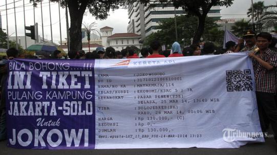 Koalisi Masyarakat Jakarta Baru berunjuk rasa di depan Balai Kota DKI Jakarta, Selasa, 25/3/3014. (foto: tribunnews)