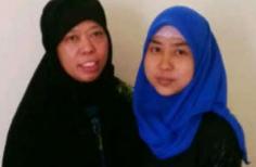 Satinah bersama anaknya, Nur Afni.