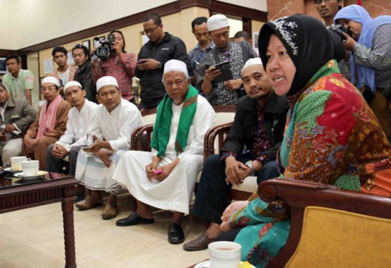 Sebanyak 58 ormas Islam yang tergabung dalam Gerakan Umat Islam Bersatu (GUIB) Jawa Timur dan berada di bawah naungan Majelis Ulama Indonesia (MUI) Jawa Timur, mengunjungi Walikota Surabaya, Tri Rismaharini di ruang kerjanya, Rabu 14 Mei 2014, guna menyampaikan pernyataan sikap dukungan.